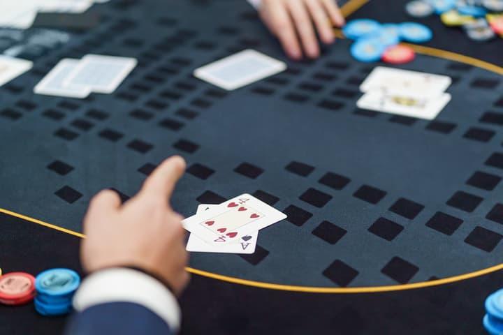 Small ball poker hand selection