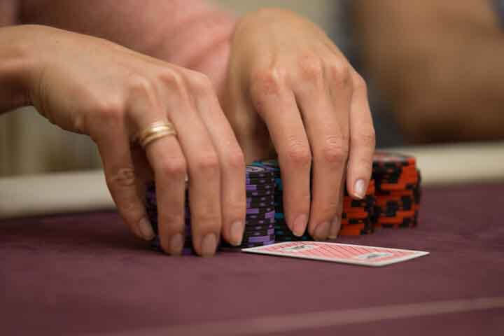 How-to-Play-Poker-Tournaments