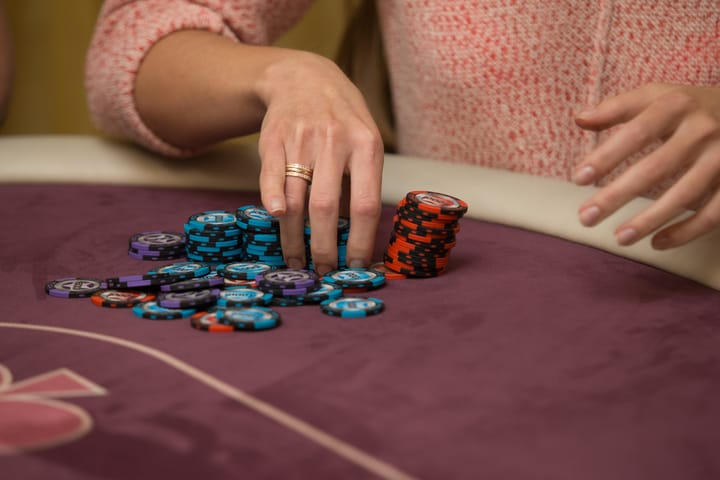 What is straddle in poker