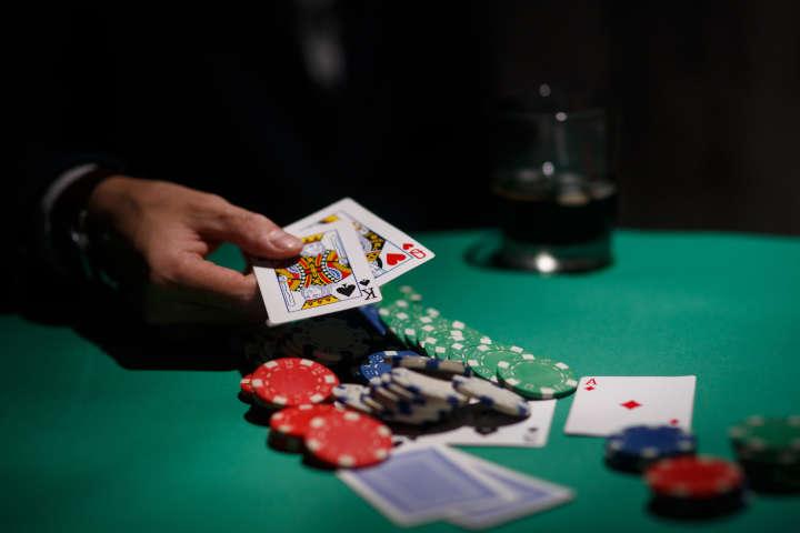 Muck in poker