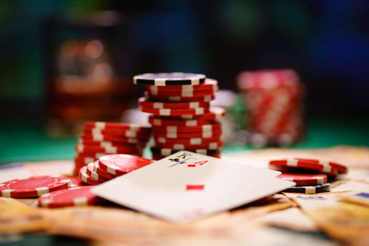 What is mucking in poker